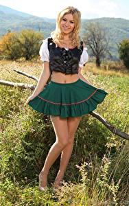 Hintergrundbilder Summer Saint Claire Blond Mädchen Lächeln Rock Bein Kellnerin