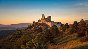 デスクトップの壁紙、、朝焼けと日没、城、廃墟、スロバキア、丘、castle of Cachtice、