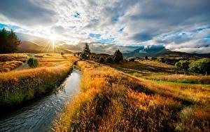 Hintergrundbilder Sonnenaufgänge und Sonnenuntergänge Landschaftsfotografie HDRI Bach Gras Hügel