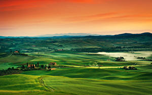 Hintergrundbilder Sonnenaufgänge und Sonnenuntergänge Toskana Italien Grünland Hügel Horizont Nebel