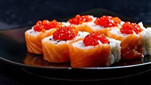 Desktop hintergrundbilder Sushi Caviar Fische - Lebensmittel Reis Hautnah das Essen
