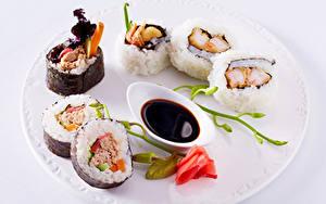 Hintergrundbilder Sushi Rosen Meeresfrüchte Teller Soy sauce Lebensmittel
