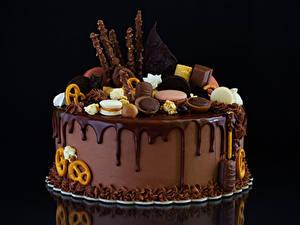 Bilder Süßigkeiten Torte Schokolade Kekse Schwarzer Hintergrund Design Lebensmittel