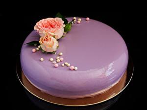 Bilder Süßigkeiten Torte Rosen Schwarzer Hintergrund Lebensmittel