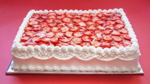Bilder Süßware Torte Erdbeeren Design Roter Hintergrund