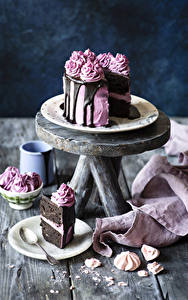 Fotos Süßigkeiten Torte Bretter Stück Teller Löffel Lebensmittel