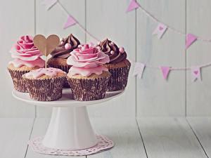 Hintergrundbilder Süßigkeiten Feiertage Rosen Cupcake Bretter Herz