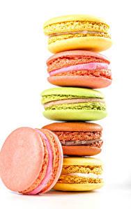 Bilder Süßigkeiten Weißer hintergrund Macarons Bunte Lebensmittel