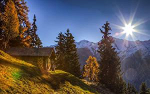 Hintergrundbilder Schweiz Gebirge Haus Herbst Alpen Sonne Fichten Natur