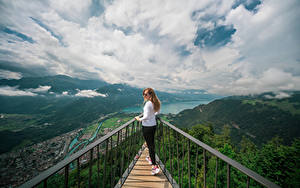 Desktop hintergrundbilder Schweiz Berg See Wolke Harder Kulm, Lake Thun Natur Mädchens