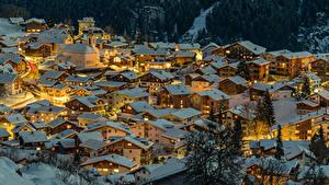 Desktop hintergrundbilder Schweiz Winter Gebäude Nacht Dach Schnee Von oben Canton of Grisons Städte