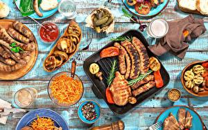 Fotos Tischtermine Fleischwaren Frankfurter Würstel Gemüse Getränke Gewürze Bretter Trinkglas Ketchup Lebensmittel