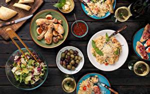 Hintergrundbilder Servieren Hühnerbraten Brot Salat Oliven Bretter Ketchup Lebensmittel