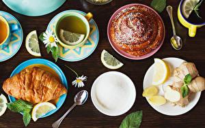 Fotos Tee Croissant Backware Zitrone Kamillen Tasse Teller Löffel Zucker Lebensmittel