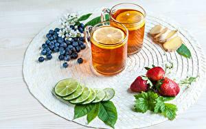 Bilder Tee Zitronen Limette Erdbeeren Heidelbeeren Ingwer 2 Trinkglas