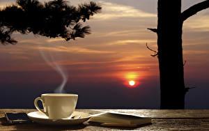 Bilder Tee Sonnenaufgänge und Sonnenuntergänge Himmel Tasse Bücher Smartphone Sonne Dampf Lebensmittel
