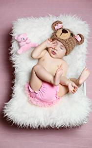 Fotos Teddy Farbigen hintergrund Baby Mütze Kinder