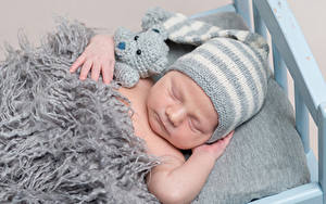 Hintergrundbilder Teddybär Baby Mütze Schlaf Kinder