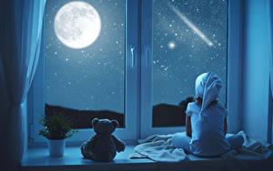 Bilder Teddy Fenster Nacht Mond Kleine Mädchen Sitzend Schnee Kinder