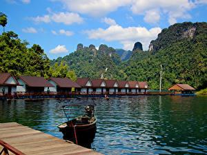 Hintergrundbilder Thailand Berg See Gebäude Parks Schiffsanleger Boot Cheow Lan Lake Khao Sok National Park