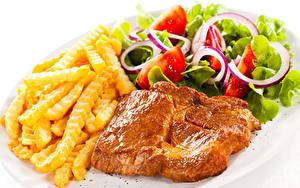 Fotos Die zweite Gerichten Fleischwaren Fritten Salat Gemüse Weißer hintergrund Lebensmittel