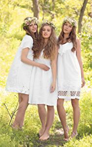 Hintergrundbilder Drei 3 Braune Haare Kleid Lächeln Schön