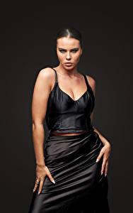 Fotos Model Kleid Pose Hand Starren Tiziana Di Garbo