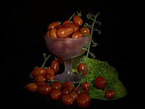 Hintergrundbilder Tomaten Schwarzer Hintergrund Ast