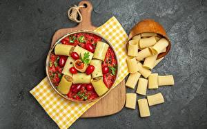 Bilder Tomaten Makkaroni Schneidebrett