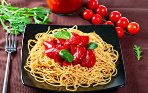 Hintergrundbilder Tomate Makkaroni Ketchup Gabel Teller