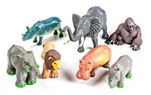 Bilder Spielzeug Elefanten Flusspferd Affe Löwe Weißer hintergrund ein Tier