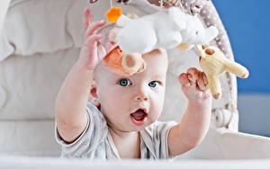 Bilder Spielzeug Säugling Hand Starren Kinder