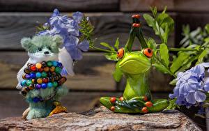 Bilder Spielzeuge Teddy Frosche Kugeln
