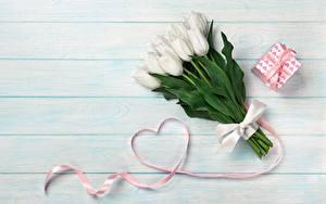Fotos Tulpen Valentinstag Herz Geschenke Bretter Blüte