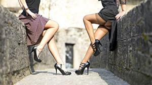Fotos Zwei Bein Stöckelschuh Nylonstrumpf junge Frauen