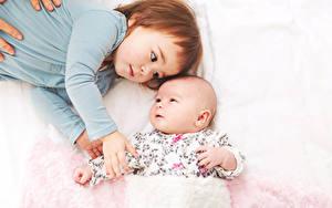 Bilder Zwei Kleine Mädchen Säugling Hand Kinder