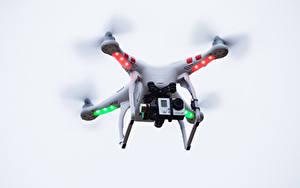 Bilder UAV Quadrokopter Videokamera Flug Luftfahrt