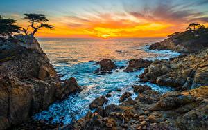 Hintergrundbilder Vereinigte Staaten Küste Ozean Steine Morgendämmerung und Sonnenuntergang Felsen Kalifornien Pebble Beach