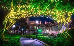 Hintergrundbilder USA Disneyland Parks Haus Kalifornien Anaheim Nacht Straßenlaterne Lichterkette Strauch HDRI