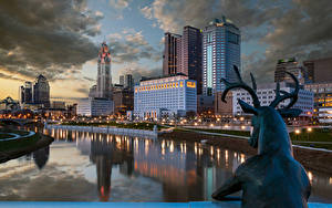 Bilder USA Haus Fluss Hirsche Skulpturen Nacht Straßenlaterne Columbus Ohio Städte