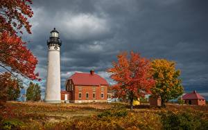 Fotos USA Leuchtturm Gebäude Herbst Michigan Bäume Au Sable Light Station, Grand Marais Natur