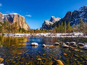 Desktop hintergrundbilder Vereinigte Staaten Berg Parks Fluss Stein Landschaftsfotografie Yosemite Bäume Kalifornien Schnee Natur