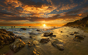 Hintergrundbilder USA Landschaftsfotografie Küste Sonnenaufgänge und Sonnenuntergänge Steine Wolke Sonne Horizont Malibu