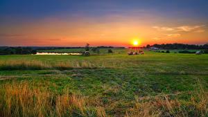 Hintergrundbilder USA Morgendämmerung und Sonnenuntergang Felder Heu Sonne Missouri