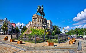 Bilder Ukraine Kiew Denkmal Zaun Straßenlaterne
