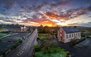 Hintergrundbilder Vereinigtes Königreich Abend Kirche Straße Himmel Morgendämmerung und Sonnenuntergang Wolke Strabane, Northern Ireland Städte