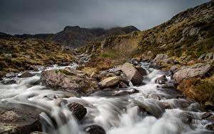 Hintergrundbilder Vereinigtes Königreich Fluss Steine Park Wales Wolke Snowdonia