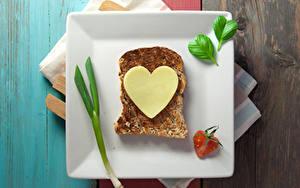 Bilder Valentinstag Butterbrot Brot Käse Teller Herz Lebensmittel