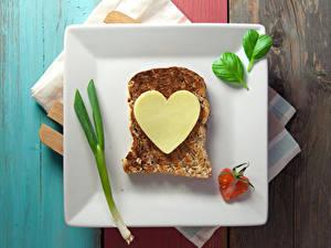 Bilder Valentinstag Butterbrot Brot Käse Teller Herz