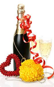 Hintergrundbilder Valentinstag Champagner Chrysanthemen Weißer hintergrund Flaschen Herz Band Weinglas Lebensmittel
